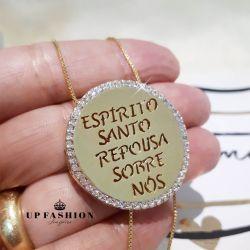 COLAR MANDALA REPOUSO DO ESPÍRITO SANTO CRAVEJADA DE ZIRCÔNIA FOLHEADO A OURO 18K