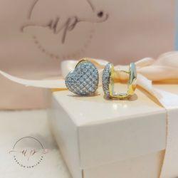Brinco de argola fechada coração grande cravejado com zircônia folheado em ouro 18k